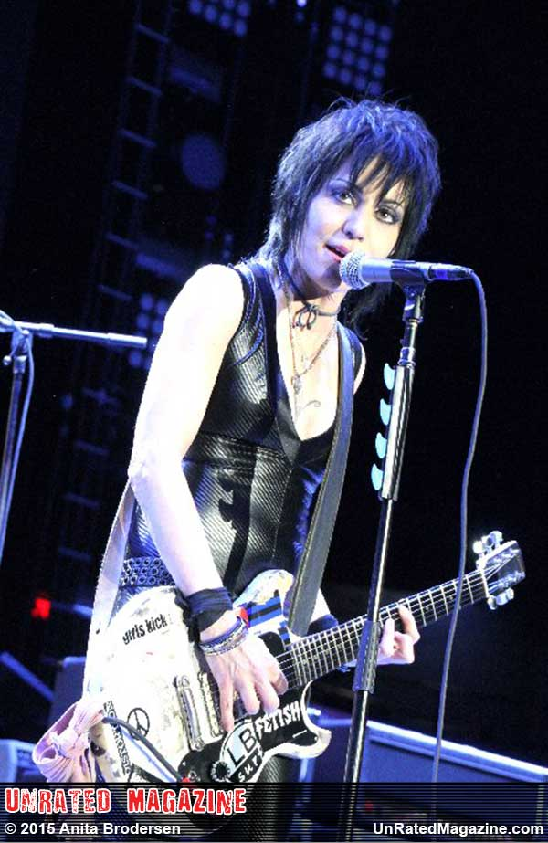 Joan Jett and the Blackhearts on the The Who Hits 50! Tour Chicago