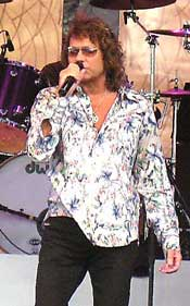 Starship's Mickey Thomas: Knee Deep in the Hoopla with Starship!