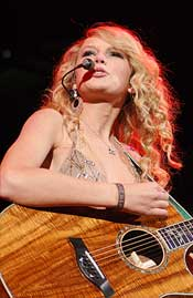 Taylor Swift, Ronnie Milsap and George Strait: Honky-Tonk in Hoffman Estates
